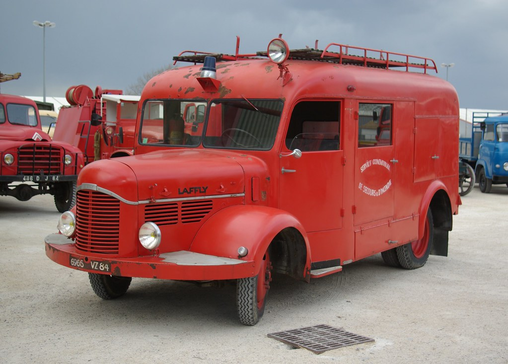 6966VZ84 c(1950) Laffly BSS163 FIN .Sapeur Pompiers Authern Les Paludes