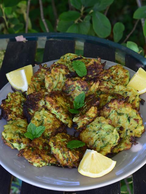 Beignets de courgettes à la menthe et parmesan (zucchini fritters) 2