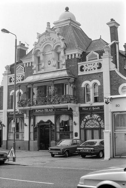 Kings Head, pub, 84, Upper Tooting Rd, Tooting Bec, Wandsworth, 1990, 90-8u-12
