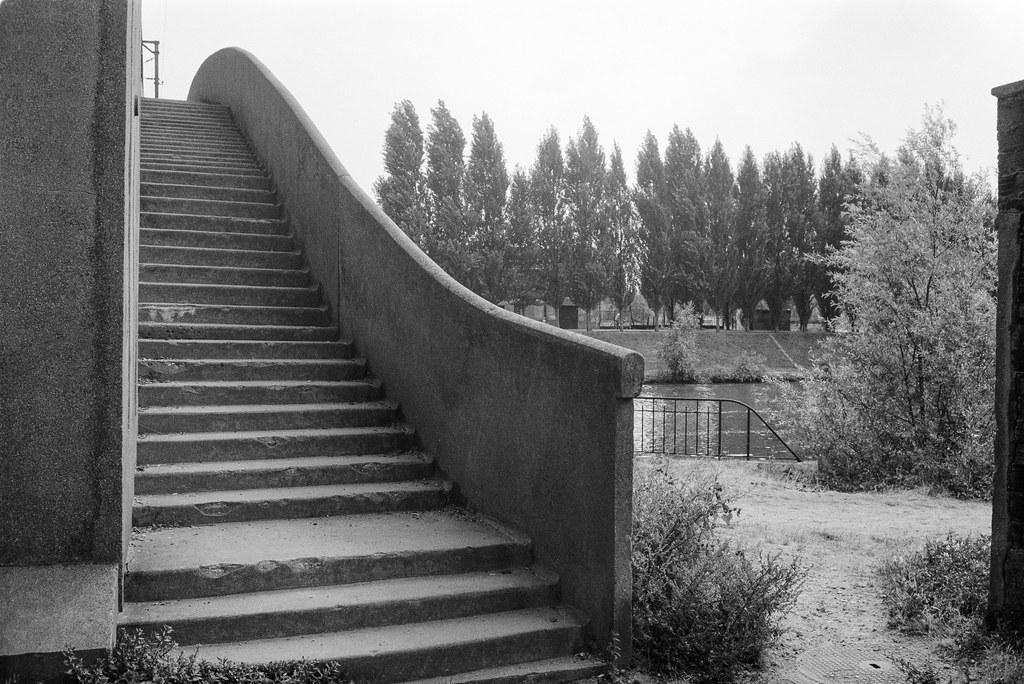 Foot bridge, railway bridge, River Marne, Neuilly-sur-Marne, nr Paris, France, 1990, 90-8a-26