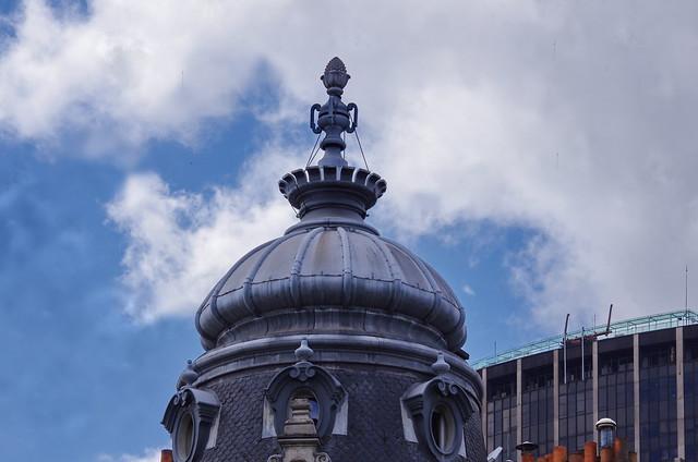 279 - Paris en Mai 2021 - VIème arrondissement, un toit haussmannien boulevard du Montparnasse