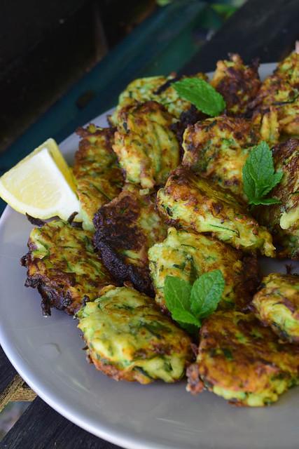 Beignets de courgettes à la menthe et parmesan (zucchini fritters) 3