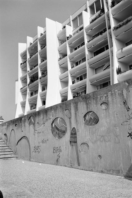 Flats, Noisy-le-Grand, nr Paris, France, 1990, 90-8c-25