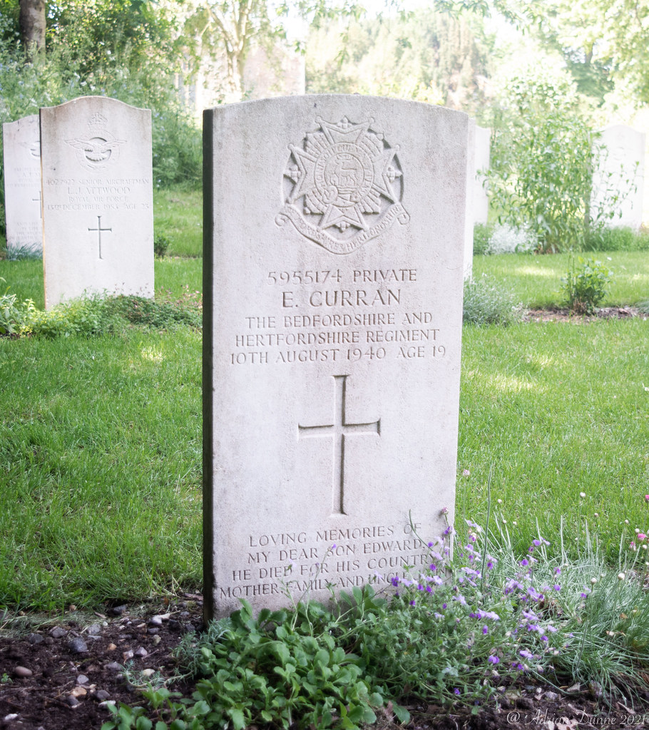 CWGC Graves in Henlow St Mary's church Cemetery in Bedfordshire