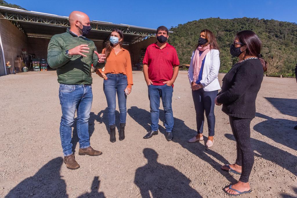 Operação tapa-buracos chega à região do Vale dos Lúcios, em Bonsucesso
