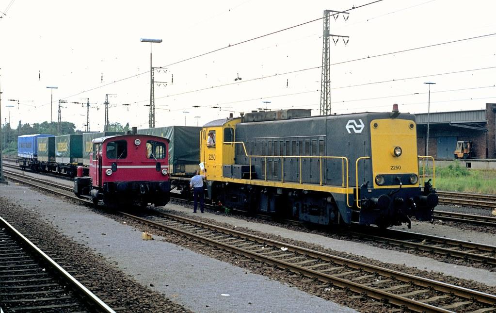 2250 met huckepacktrein in Emmerich