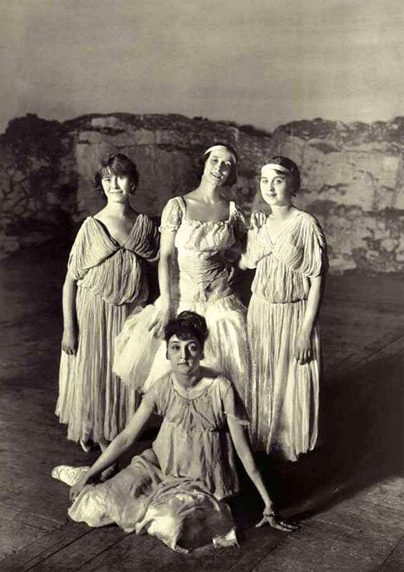 1907. Анна Павлова в кругу балерин Мариинского театра