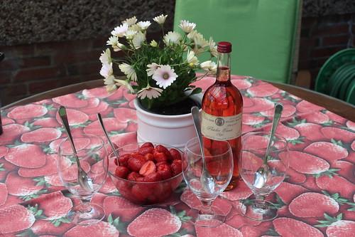 "Zutaten für ""Erdbeeren in Rosé"""