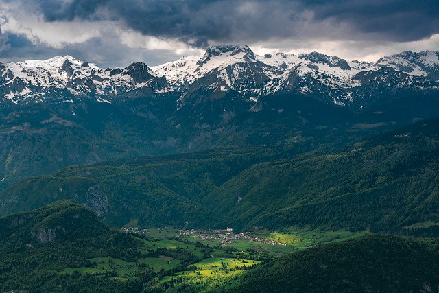 Srednja vas (village) and Triglav above it