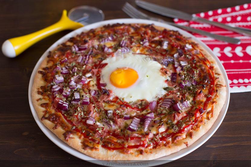 Pizza con huevo 02