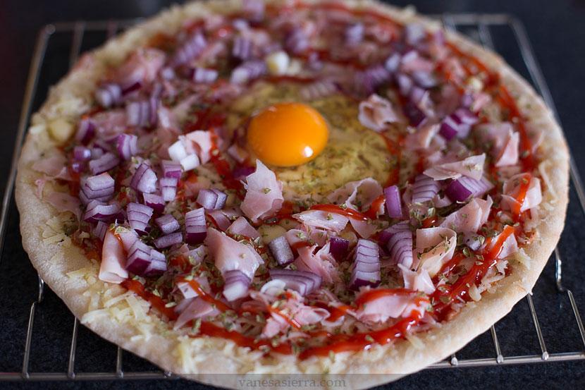 Pizza con huevo 01