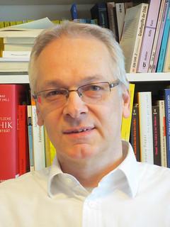 Elmar Kos, teólogo moralista