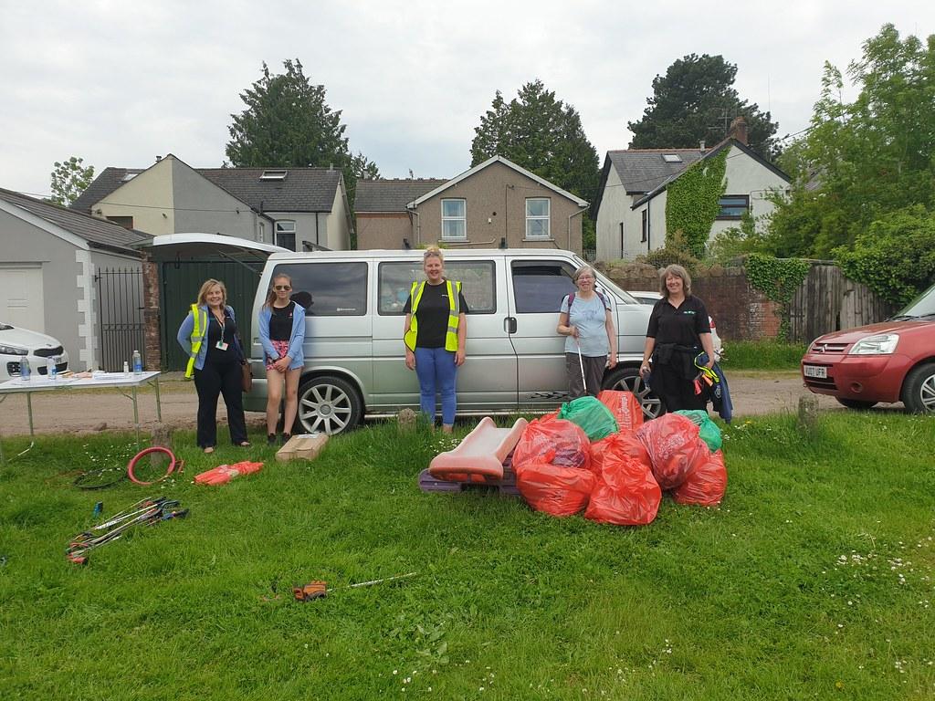 Spring Clean Cymru, Torfaen, Bron Afon Litterpick, New Inn, June 2021
