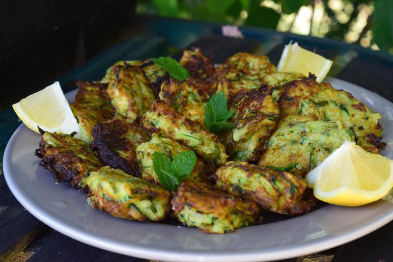 Beignets de courgettes à la menthe et parmesan (zucchini fritters) 1