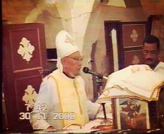 القمص زخارى يصلى قداس على مذبح السيدة العذراء بحاجر ارمنت