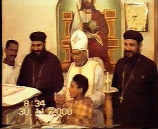 القمص زخارى وأولاده الكهنة المباركين  على اليمين المتنيح القمص مكسيموس  وعلى اليسار القس متاؤوس