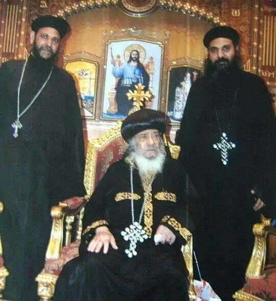 القمصان مكسيموس والقمص متاؤس القمص زخاري جرجس مع البابا شنودة الثالث