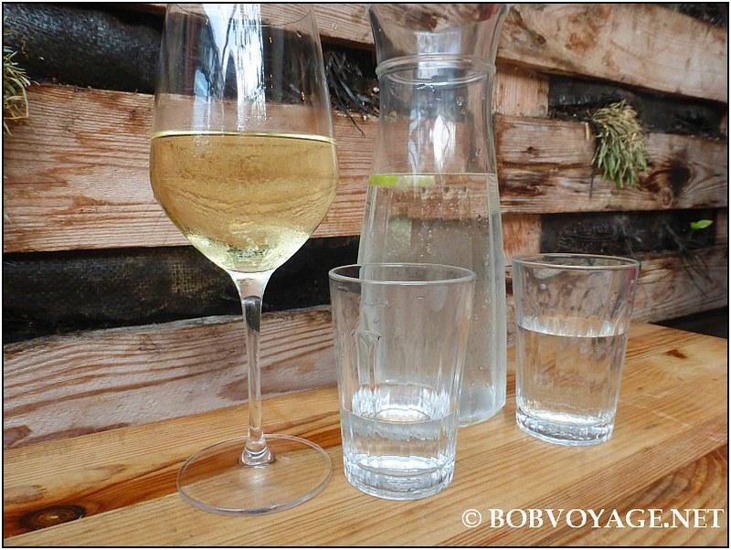 יין ומים ב- אייבי (Abie)