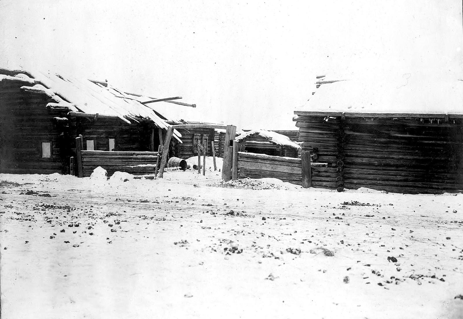 Фрагмент усадьбы бедного хозяйства в селе Богучанском Енисейского уезда