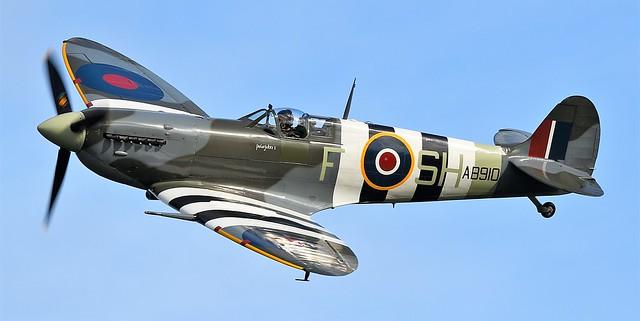 RAF Supermarine Spitfire MkV G-AISU AB910 BBMF SH-F