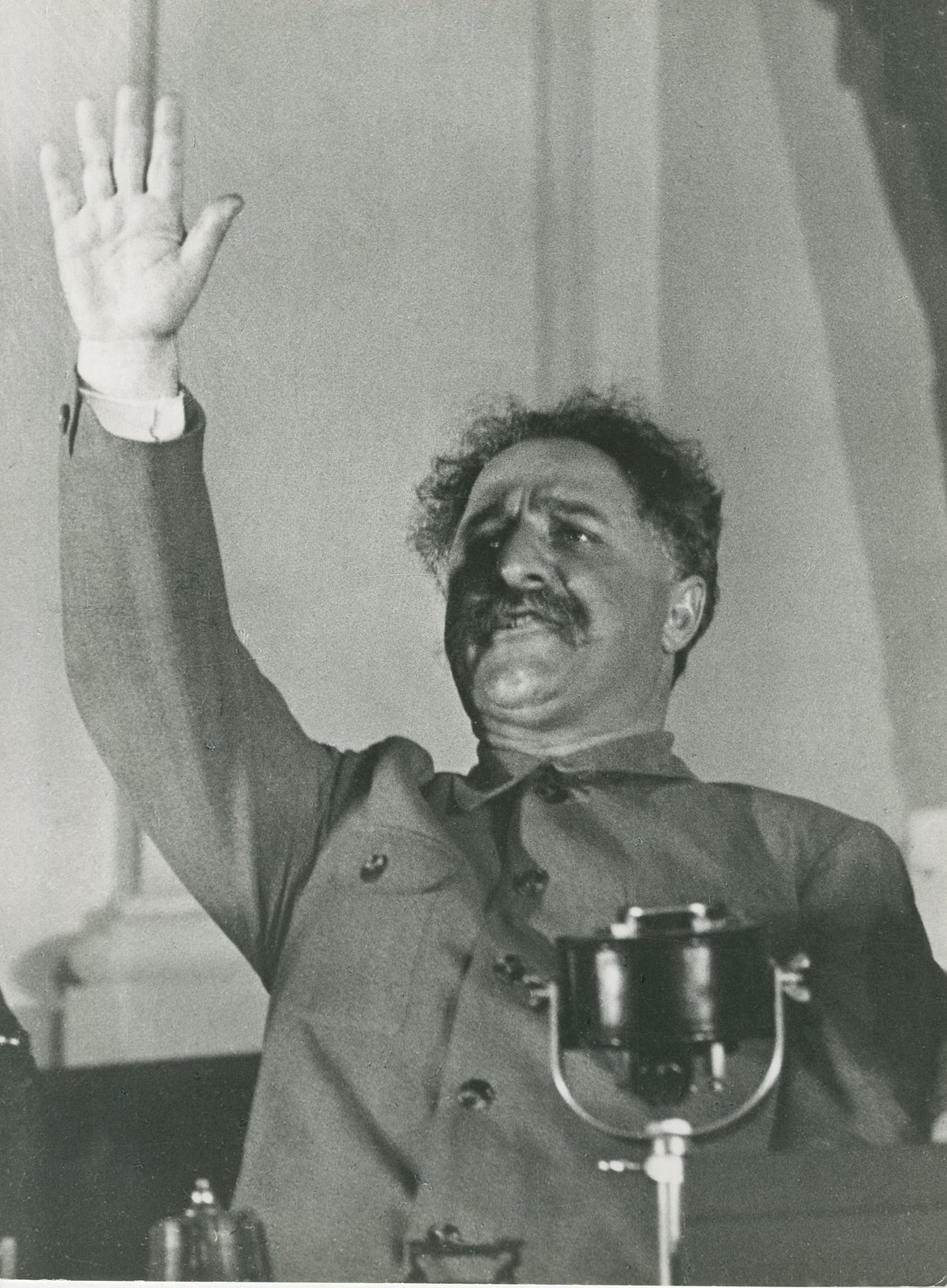 1935. Серго Орджоникидзе выступает на Первом всесоюзном совещании стахановцев в Кремле