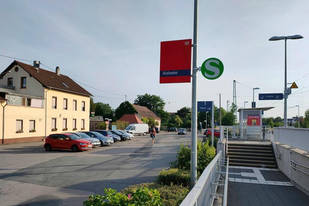 Bahnhof Alsheim mit Parkplatz