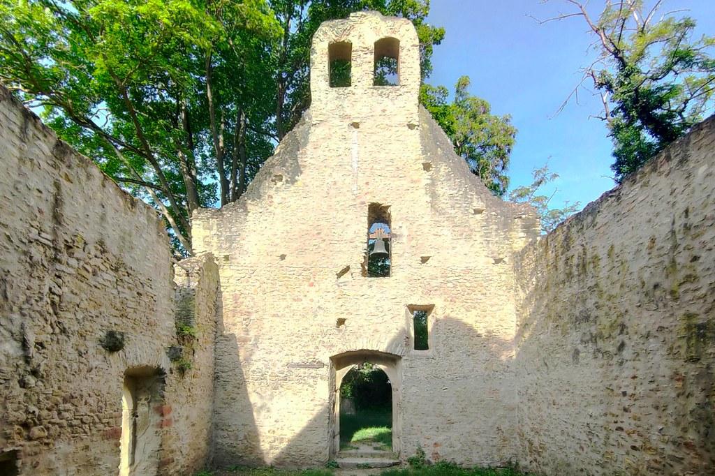 Kirchenruine Maria Magdalena und Jakobus in Hangen-Wahlheim