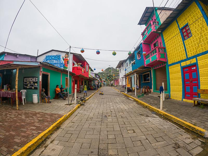 Murales coloridos en La Entrada