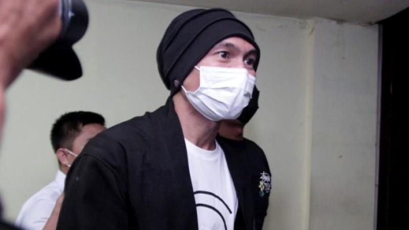 Anji Pakai Ganja Sembari Berbaju Tahanan Ada Penyesalan