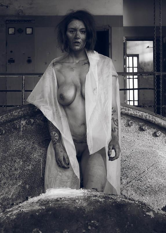 Nude in powerplant III
