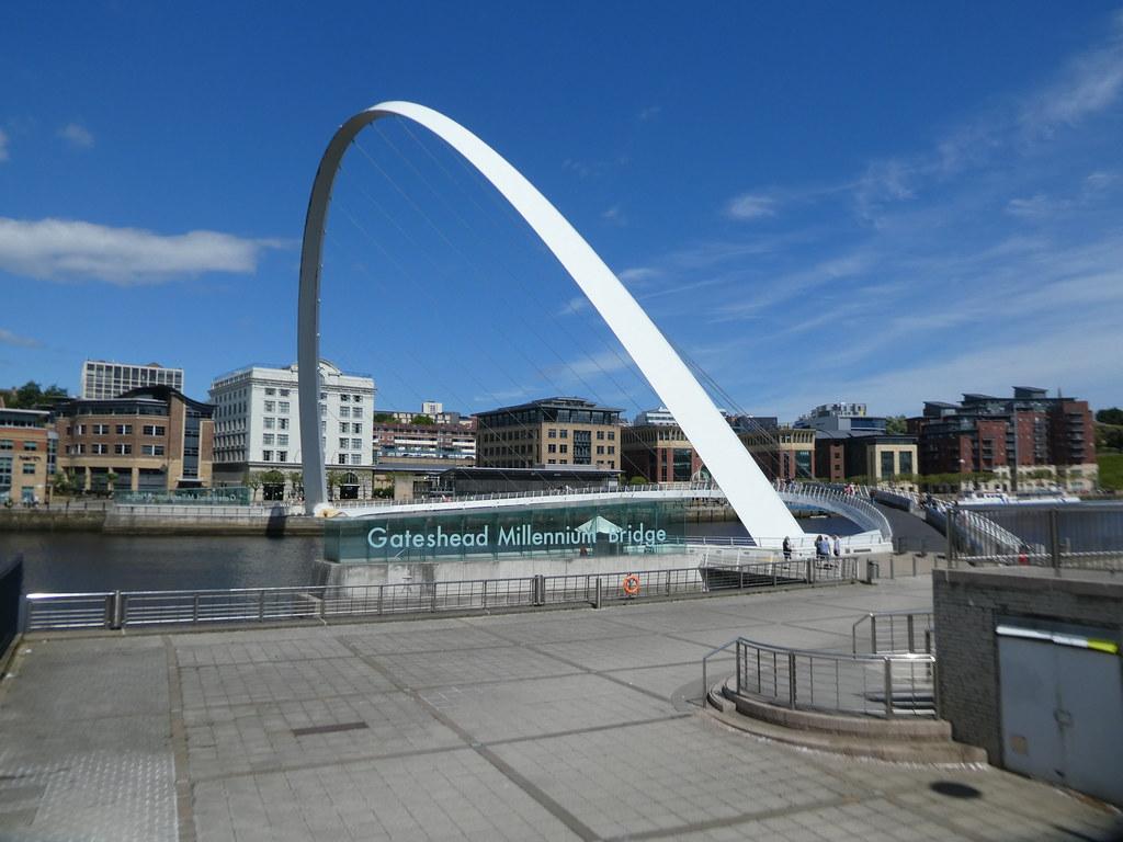 Gateshead Millennium Bridge,