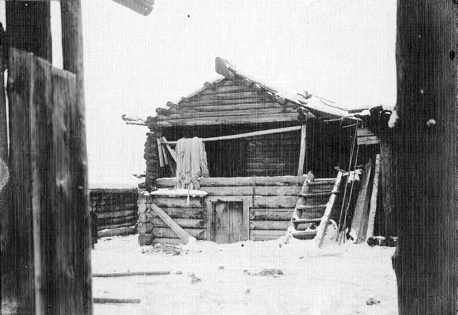 Старинный амбар в селе Богучанском Енисейского уезда