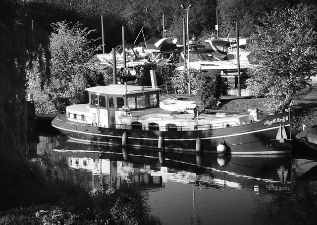 At Farndon Marina, Newark on the River Trent