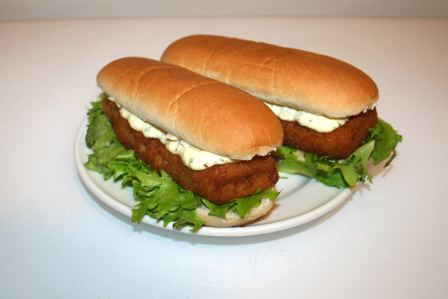 Fried fish burger with remoulade / Backfisch Burger mit Remoulade