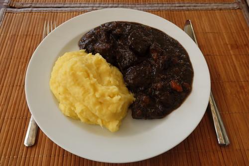 Boeuf Bourguignon zu Kartoffelpüree (mein Teller)