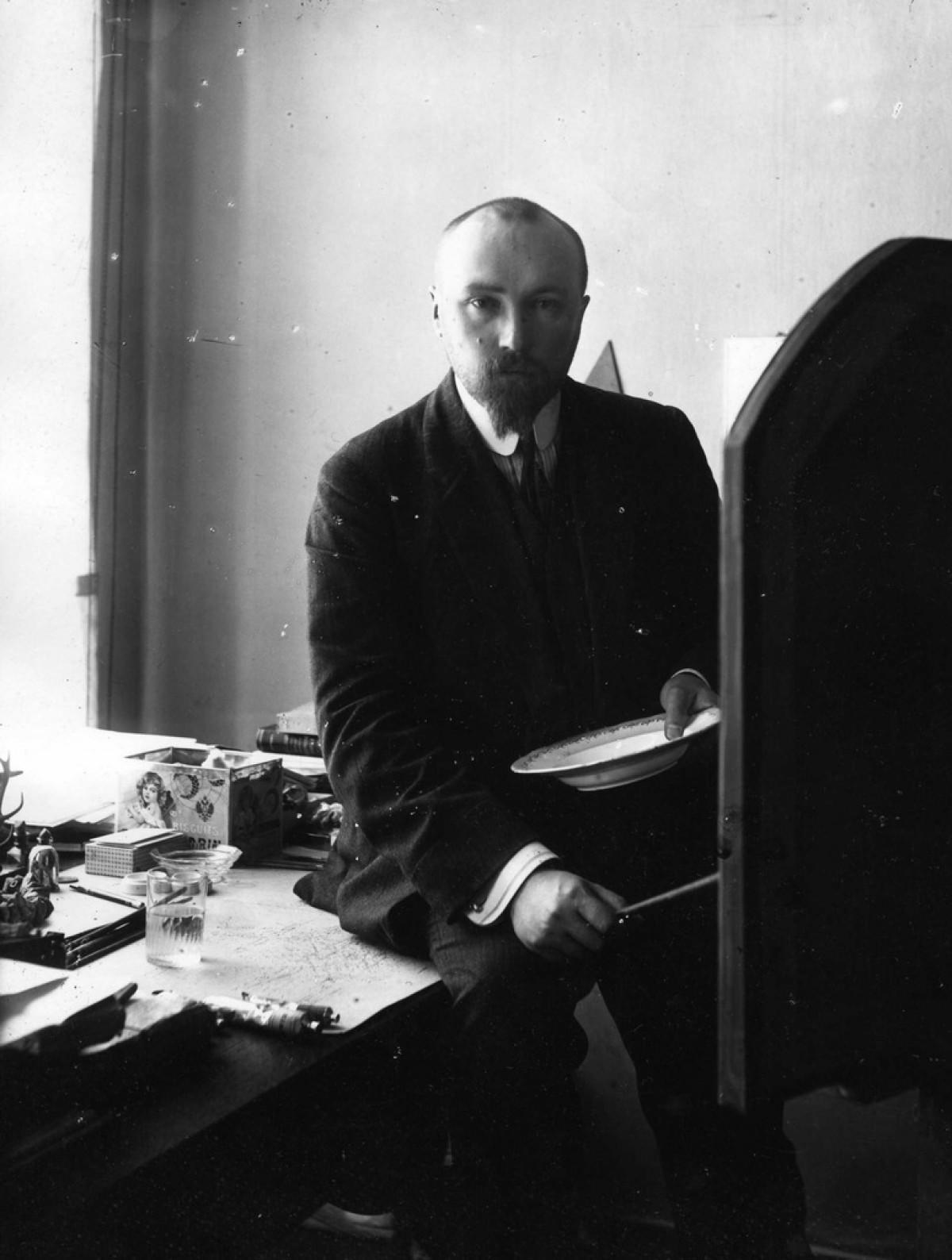1910-е. Художник Николай Рерих в своей мастерской