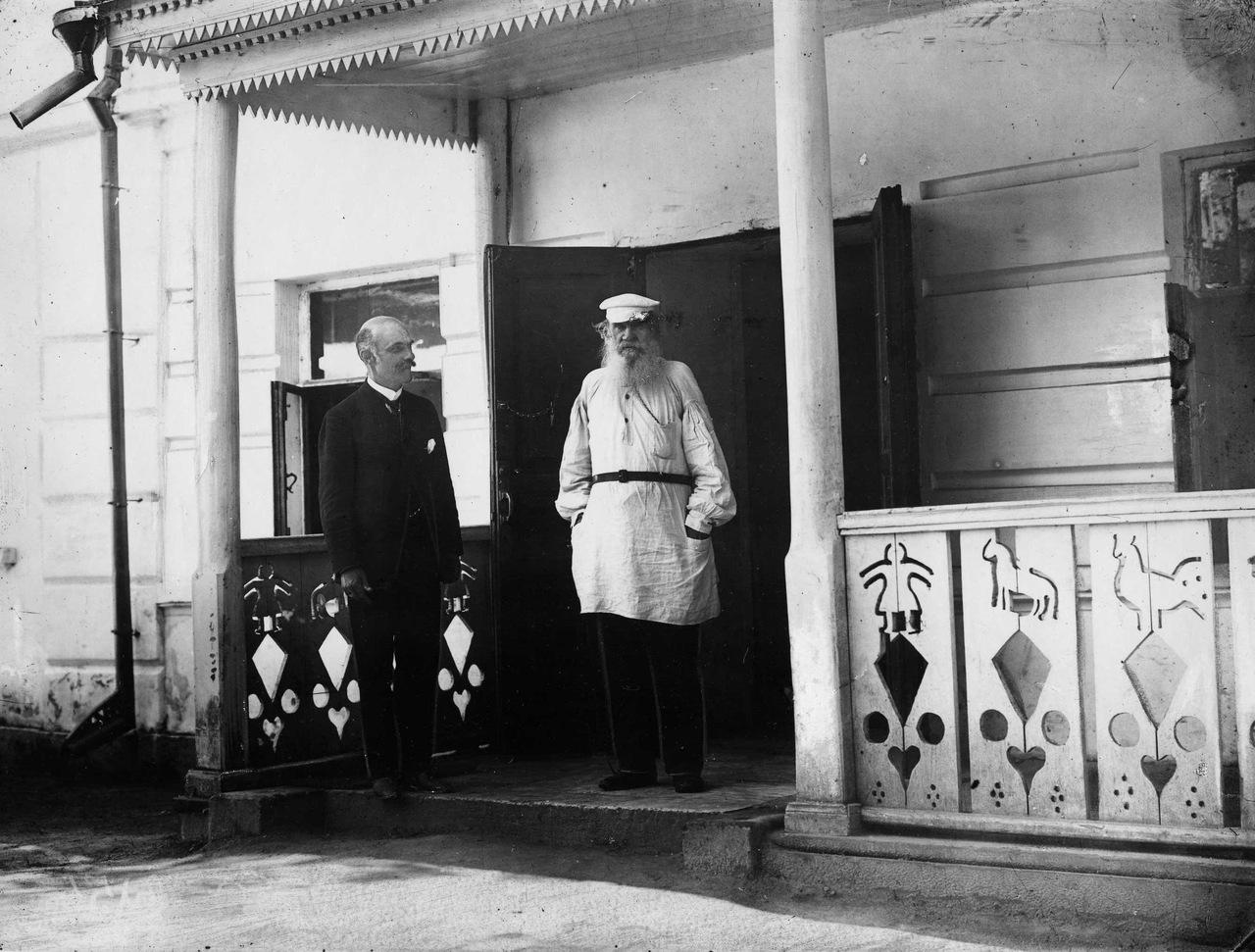 1908. Л. Н. Толстой и К. К. Булла в Ясной Поляне