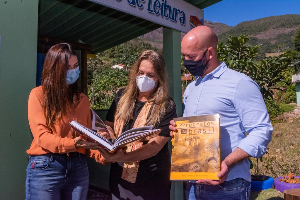 Vale dos Lúcios inaugura mais um ponto de ônibus e de leitura