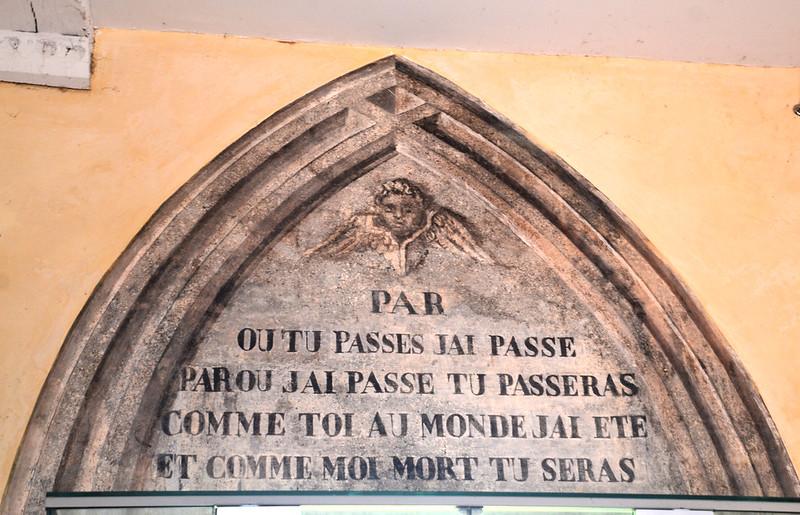 Sentence au cimetière