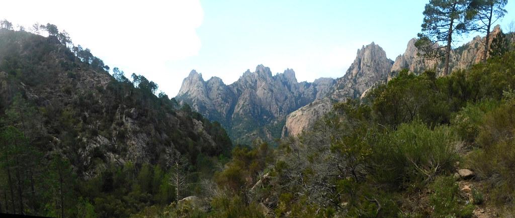 Sur le chemin Carciara - Paliri : fond  de vallée  de Frassiccia entre Pta Bunifazinca et Calanca Murata (photo Olivier Hespel)