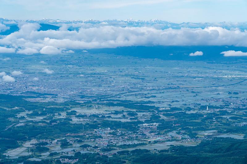 磐梯山山頂から見える会津盆地