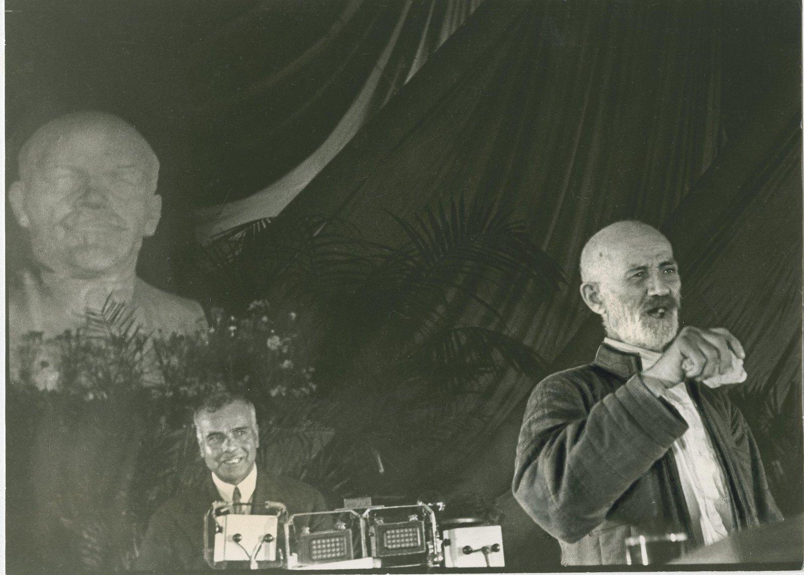 1934.  Сулейман Стальский, лезгинский поэт-ашуг, на Первом Всесоюзном съезде советских писателей