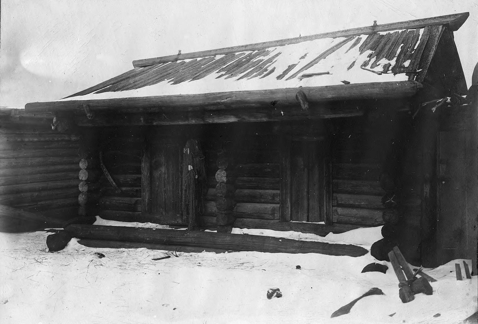 Амбар в селе Богучанском Енисейского уезда.