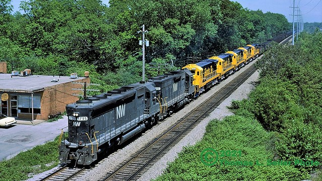 NORFOLK & WESTERN WESTBOUND HOPPERS WITH A FLASH OF YELLOW - BAY VILLAGE, OHIO - JUNE 2, 1979