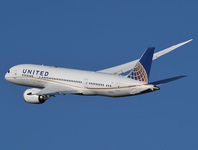 United Airlines Boeing 787-8 N26909