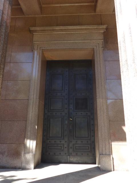 1826/28 Berlin repräsentatives Portal der neuen Säulenvorhalle zum Mausoleum Königin Louise von Karl Friedrich Schinkel Granit Schloßpark Charlottenburg Spandauer Damm 10-22 in 10585 Charlottenburg
