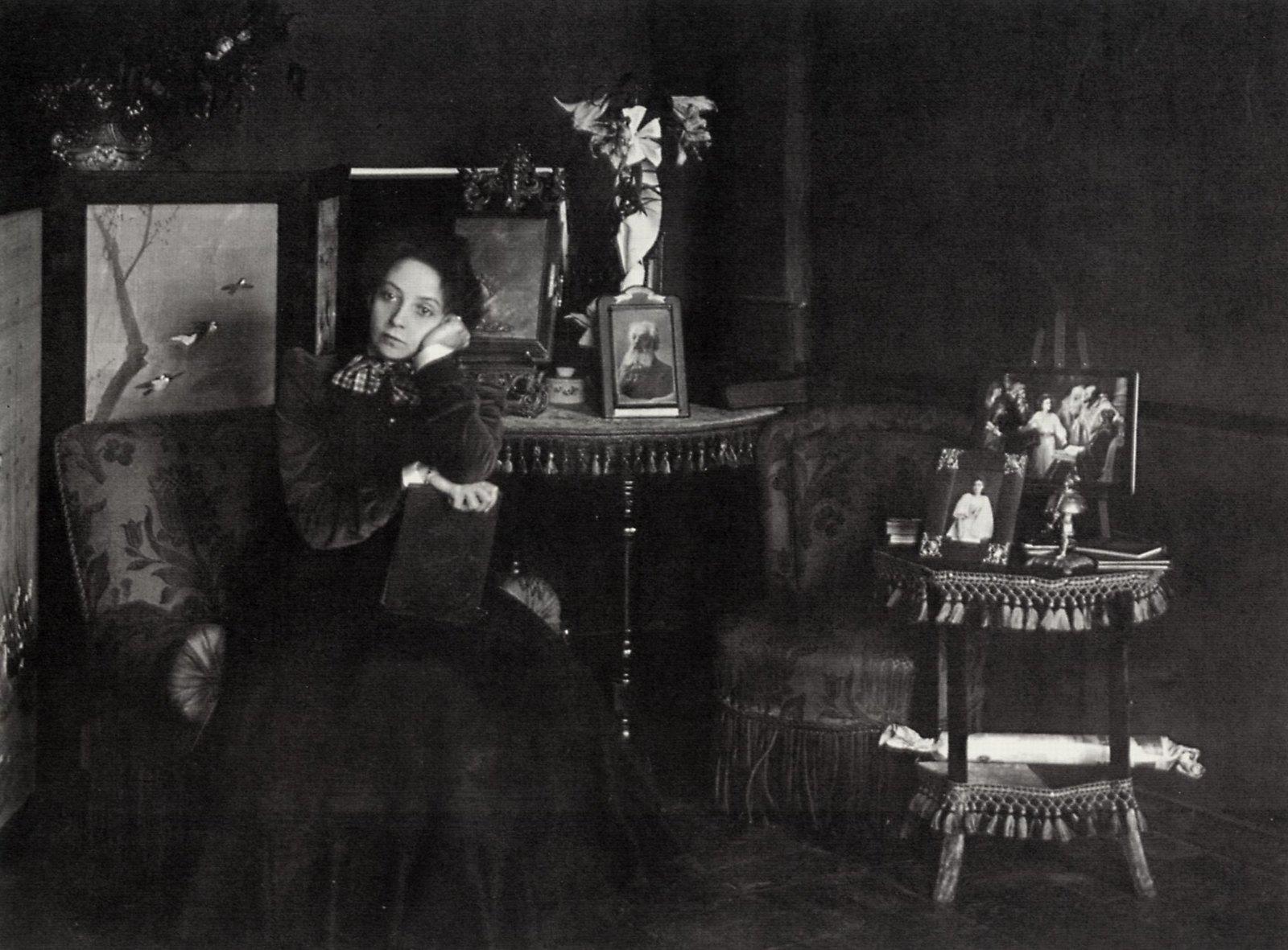 1908. Актриса В.Ф.Комиссаржевская в домашней обстановке. Английский проспект дом 27