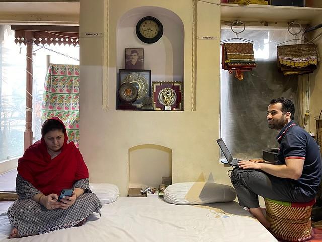 Mission Delhi - Zubair Alvi, Chitli Qabar
