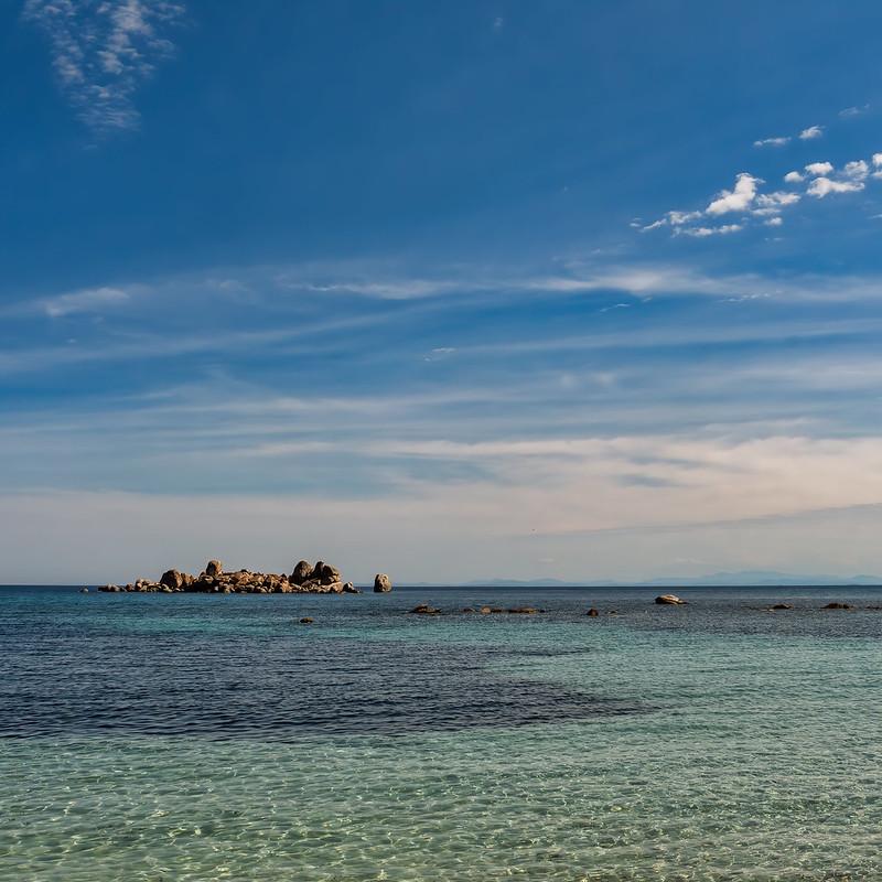 Une île, entre le ciel et l'eau... 51255132509_51b9de69de_c
