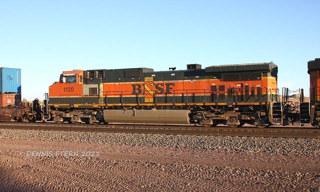 BNSF 1120, WB, HOLBROOK, AZ 6-12-2021